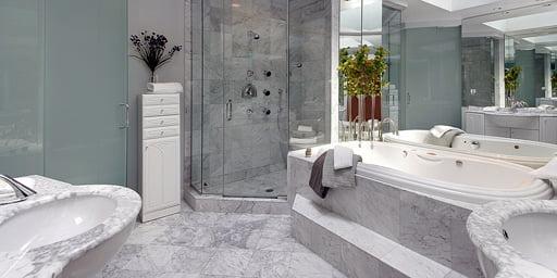 Baño de granito blanco